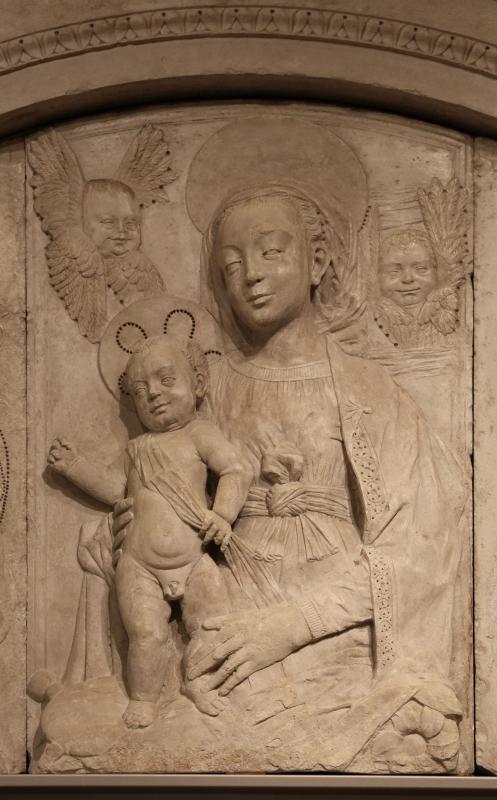 Gregorio di lorenzo, madonna col bambino tra due angeli, da duomo di forlì, porta della canonica, 1490-1510, 04 - Sailko - Forlì (FC)