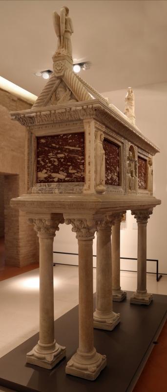 Sarcofago del beato giacomo salomoni, 1340 ca., da s. giacomo apostolo in san domenico, 01 - Sailko - Forlì (FC)