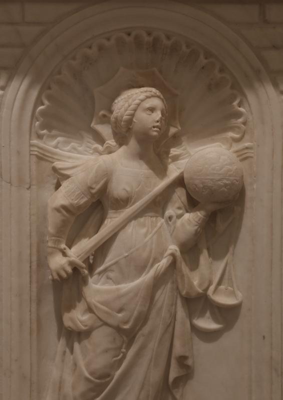 Antonio rossellino, sarcofago del beato marcolino amanni, 1458, da s. giacomo in s. domenico a forlì, virtù, giustizia 02 - Sailko - Forlì (FC)