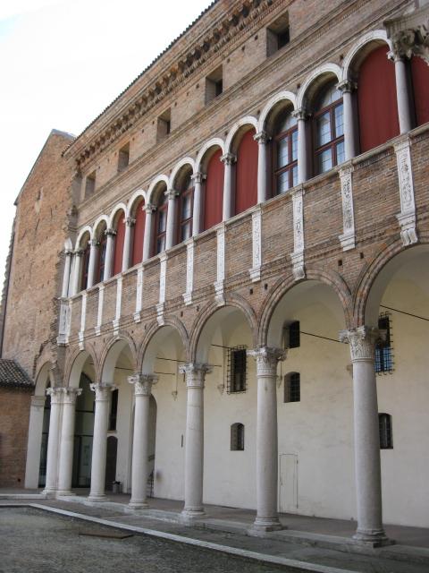 Museo Archeologico Nazionale, uno dei prospetti sulla corte interna - Sofiadiviola - Ferrara (FE)