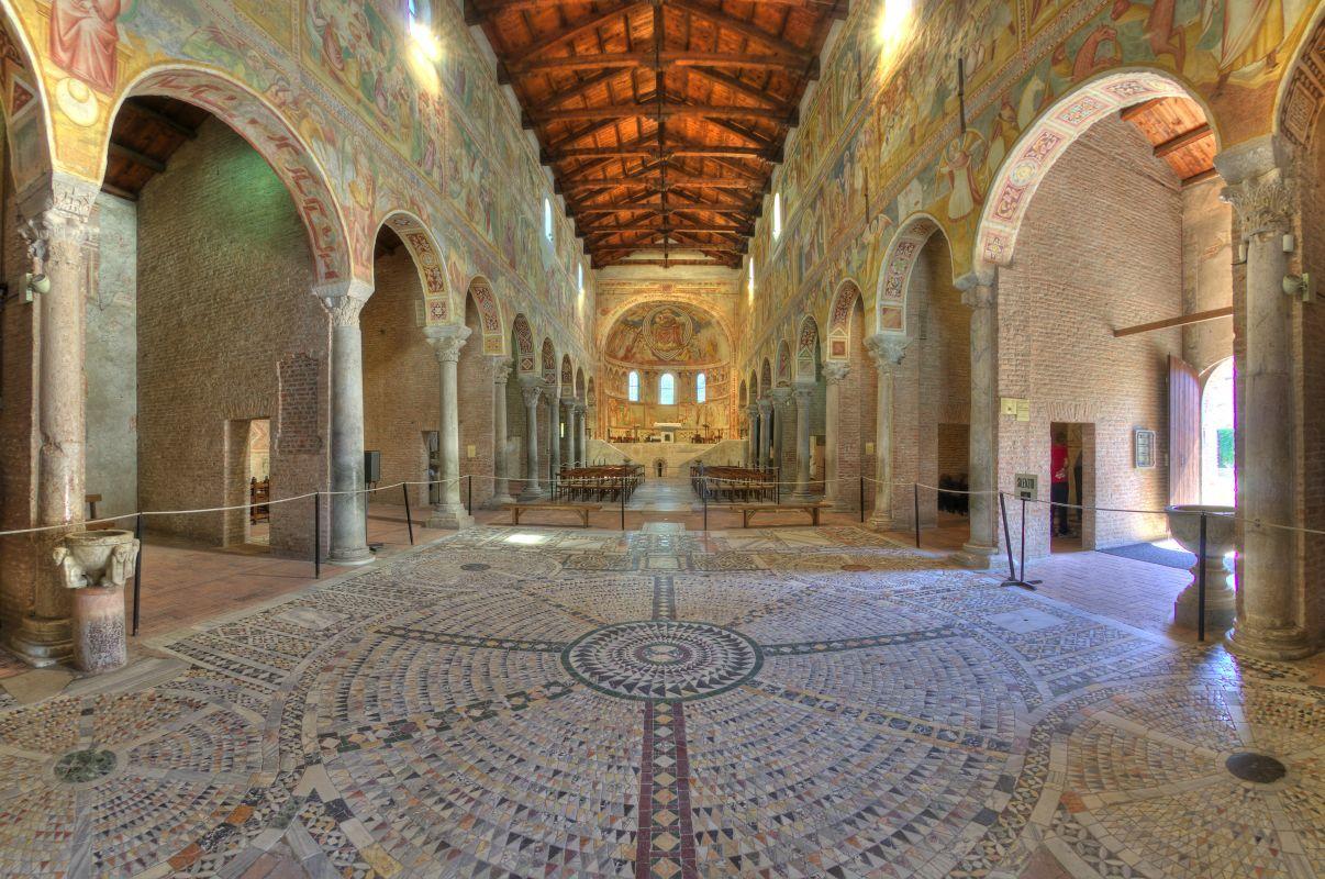 Abbazia di Pomposa, interno con pavimento con maosaico - Massimo Baraldi - Codigoro (FE)