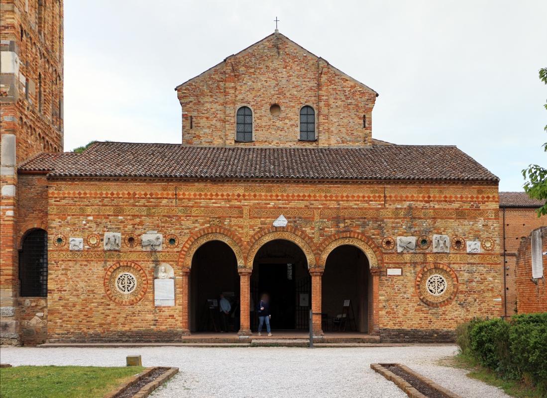 Pomposa, abbazia, atrio di mazulo del 1000-1050 ca. 01 - Sailko - Codigoro (FE)