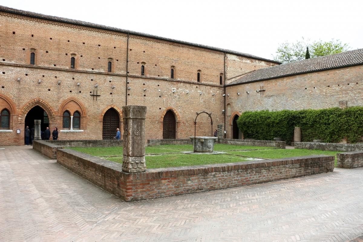 Pomposa, abbazia, cortile 01 - Sailko - Codigoro (FE)