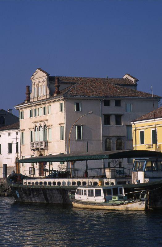 Riviera Cavallotti, Palazzo del Vescovo - zappaterra - Codigoro (FE)