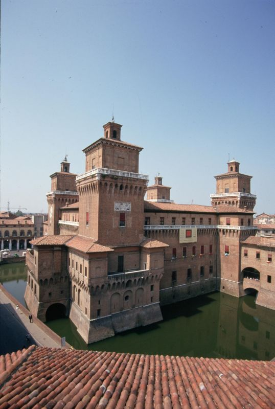 Castello Estense visto dai tetti - samaritani - Ferrara (FE)
