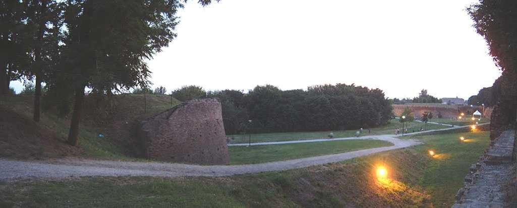 veduta serale delle mura - corbelli - Ferrara (FE)