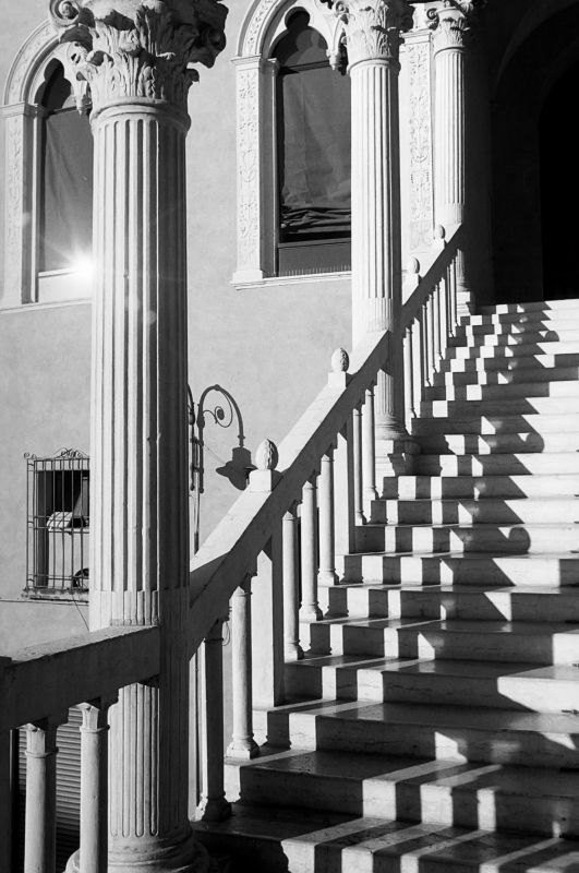 Lo scalone dei Duchi 02 - PAOLO BENETTI - Ferrara (FE)