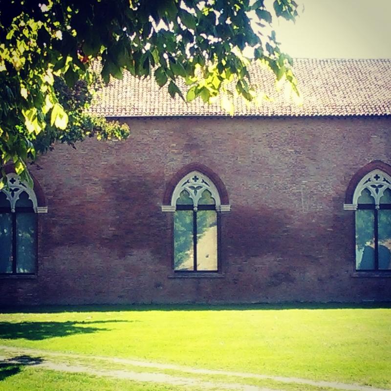 Castello di Belriguardo, facciata con finestroni gotici - AlessandroB - Voghiera (FE)