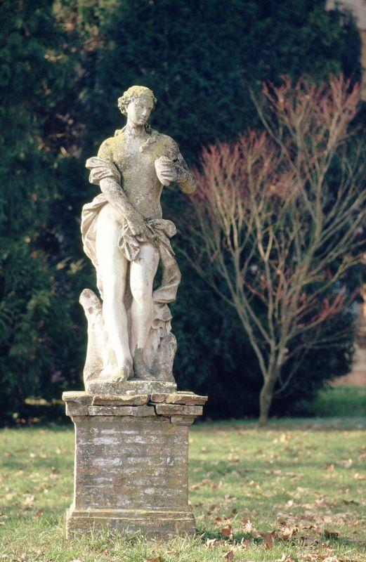 Villa Massari. Statua nel giardino - Samaritani - Voghiera (FE)