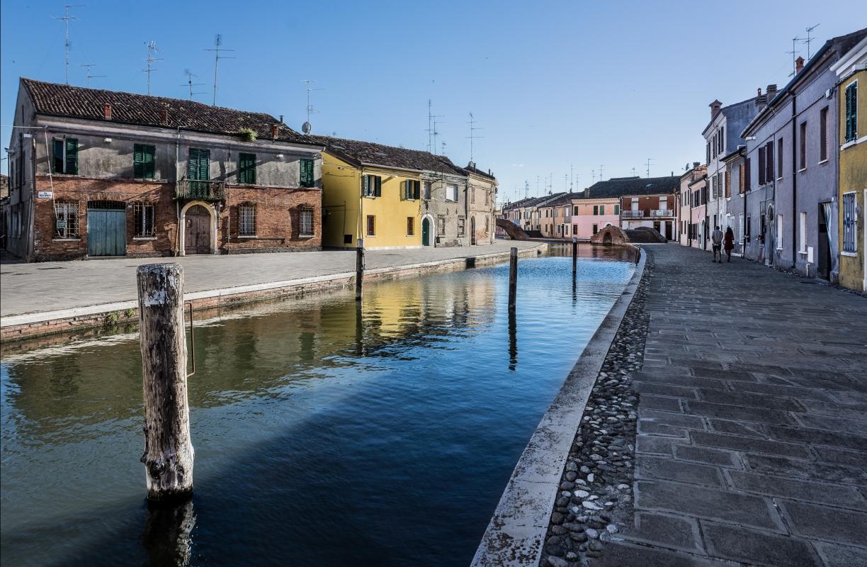 Centro storico di Comacchio con Ponte dei Sisti e Ponte San Pietro - Vanni Lazzari - Comacchio (FE)