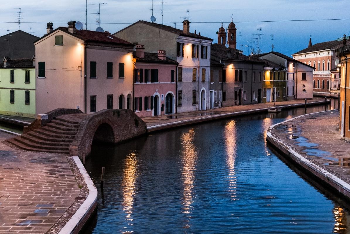 Tipicità serale del centro di Comacchio - Francesco-1978 - Comacchio (FE)