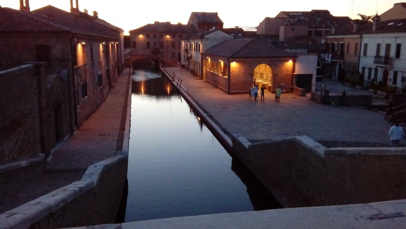 Comacchio dopo il tramonto - LILIANA VENEZIA - Comacchio (FE)