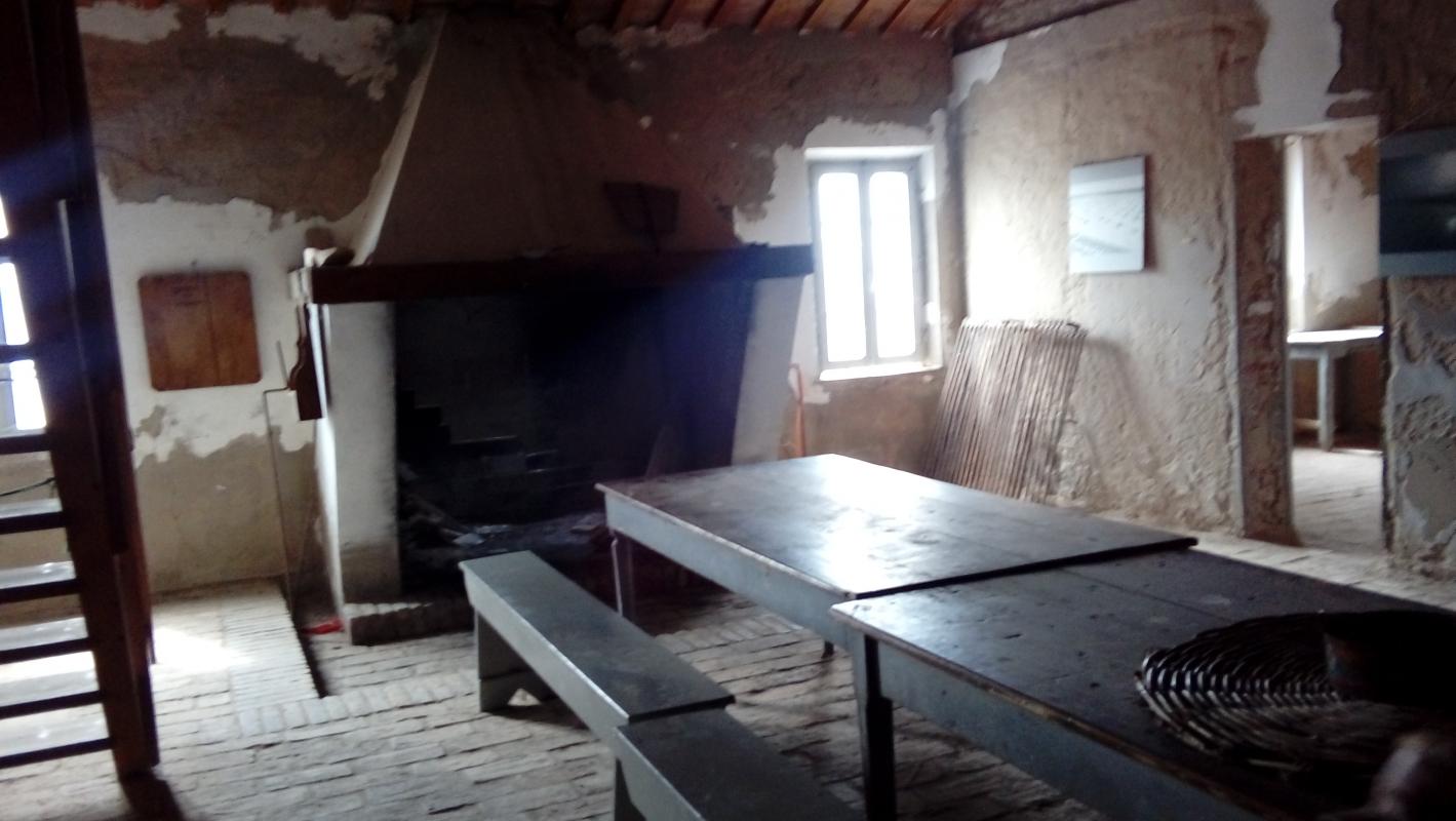Tavolata spoglia - LILIANA VENEZIA - Comacchio (FE)