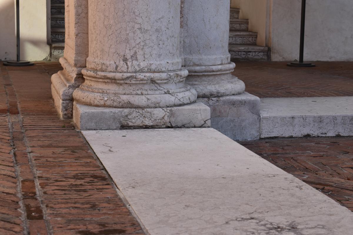 Palazzo Costabili (Ferrara) - base pilastro - Nicola Quirico - Ferrara (FE)