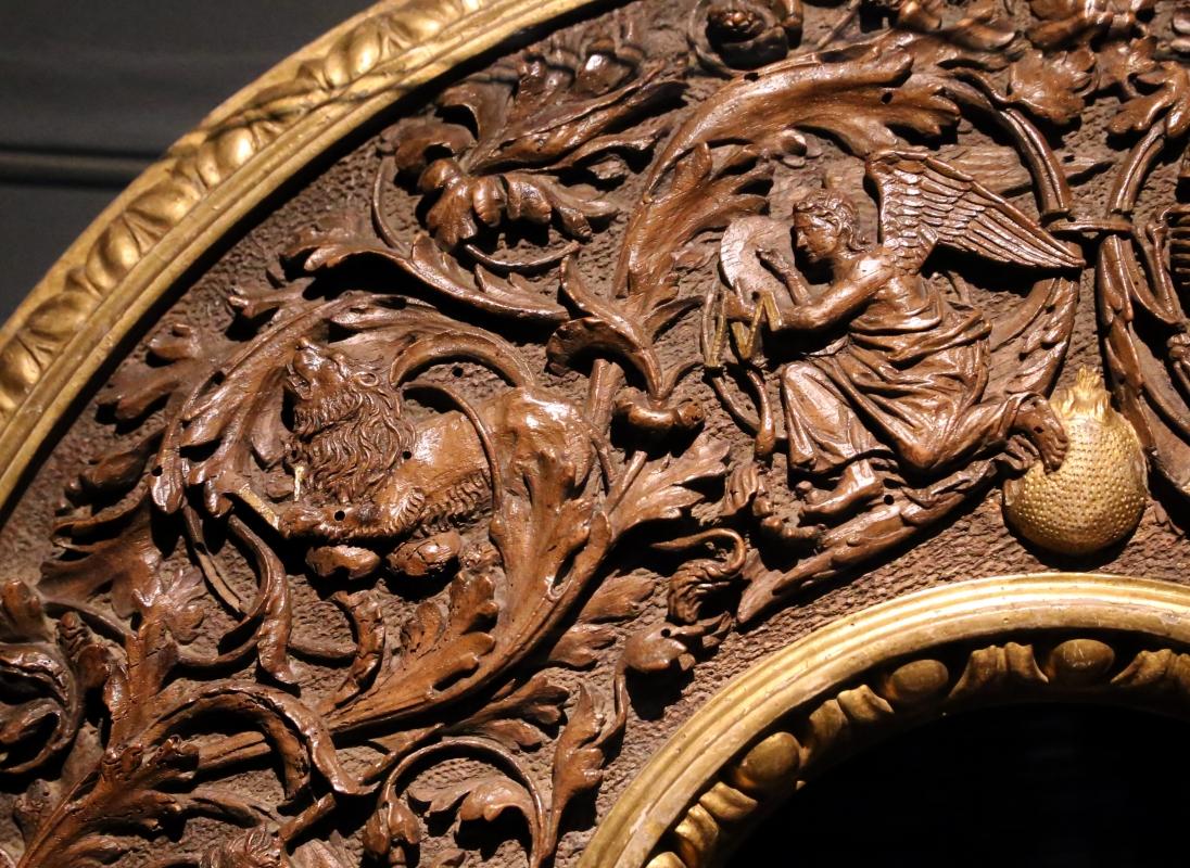 Intagliatore attivo a ferrara, cornice per specchio, 1505-10 ca. (v&a) 03 angelo e leone - Sailko - Ferrara (FE)
