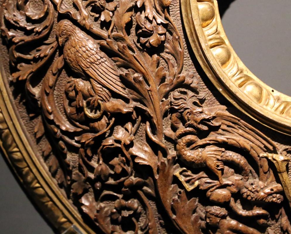 Intagliatore attivo a ferrara, cornice per specchio, 1505-10 ca. (v&a) 04 aquila con lepre - Sailko - Ferrara (FE)