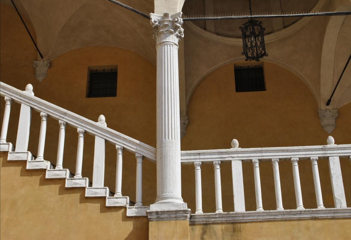 Palazzo Municipale (Ferrara) - Scalone d'onore - colonna - Nicola Quirico - Ferrara (FE)