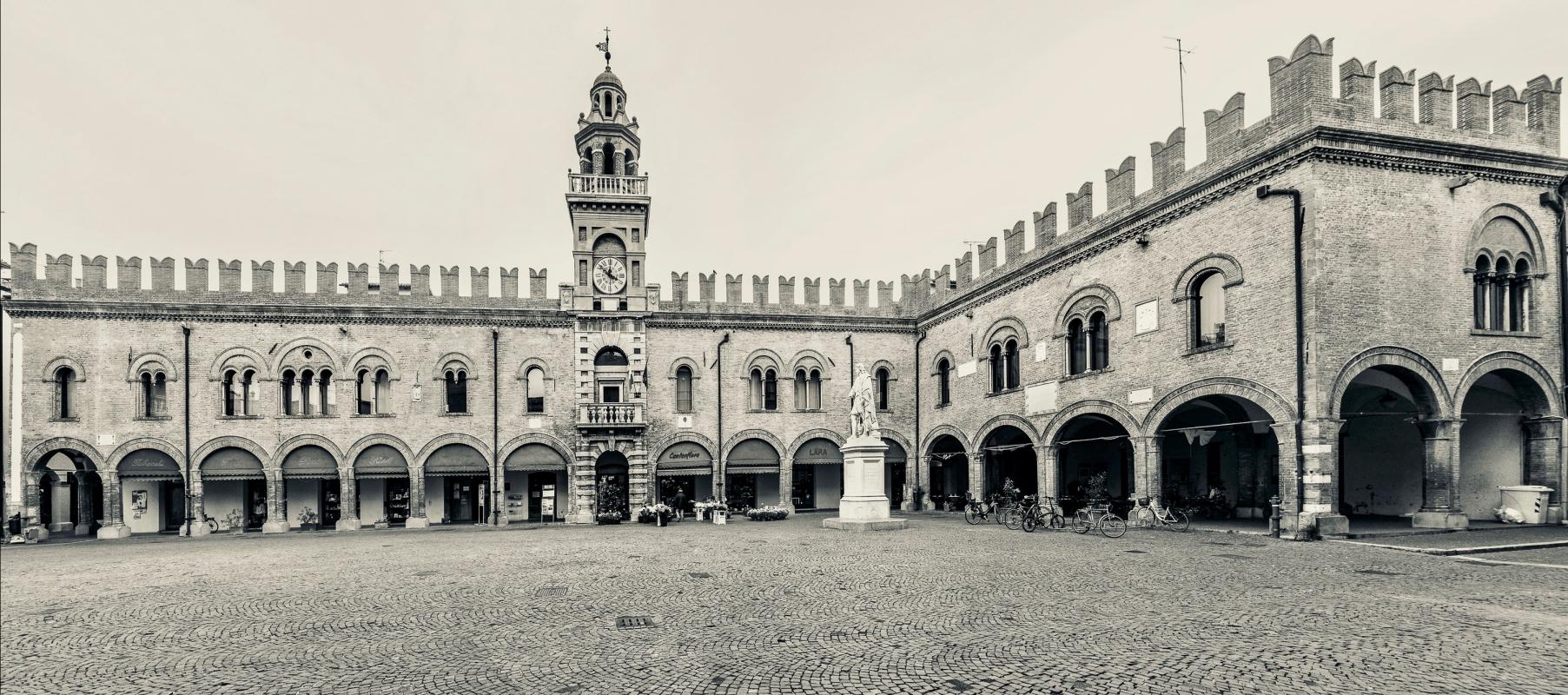 Palazzo del Governatore - Piazza di Cento - Vanni Lazzari - Cento (FE)