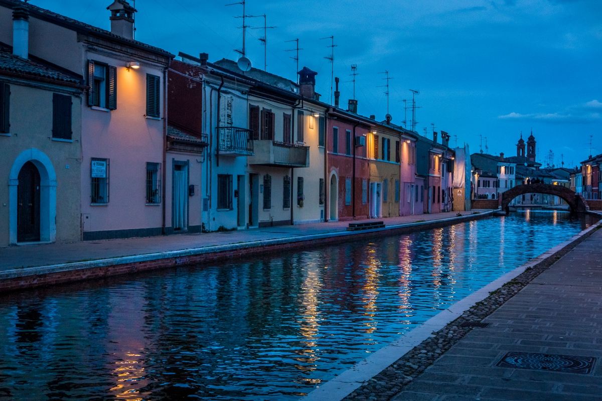 Ponte San Pietro nell'ora blu - Vanni Lazzari - Comacchio (FE)