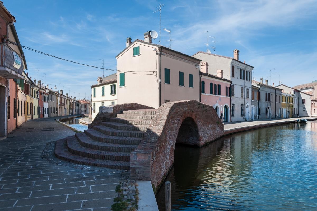 Ponte dei Sisti nel centro storico di Comacchio - Vanni Lazzari - Comacchio (FE)