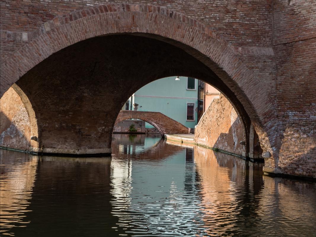 Riflessi e colori sotto Trepponti - Vanni Lazzari - Comacchio (FE)