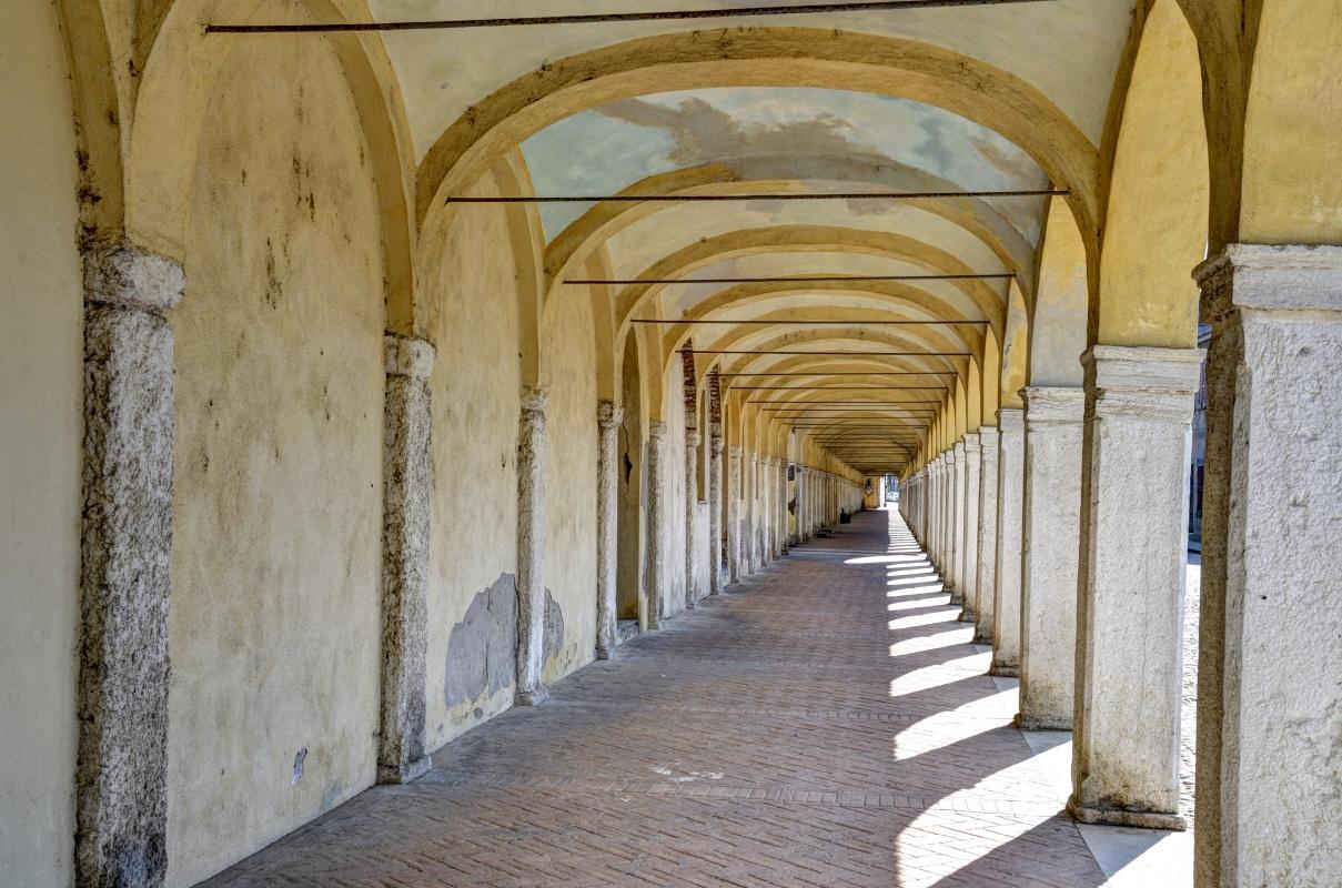 Tra le colonne del loggiato - GianlucaMoretti - Comacchio (FE)