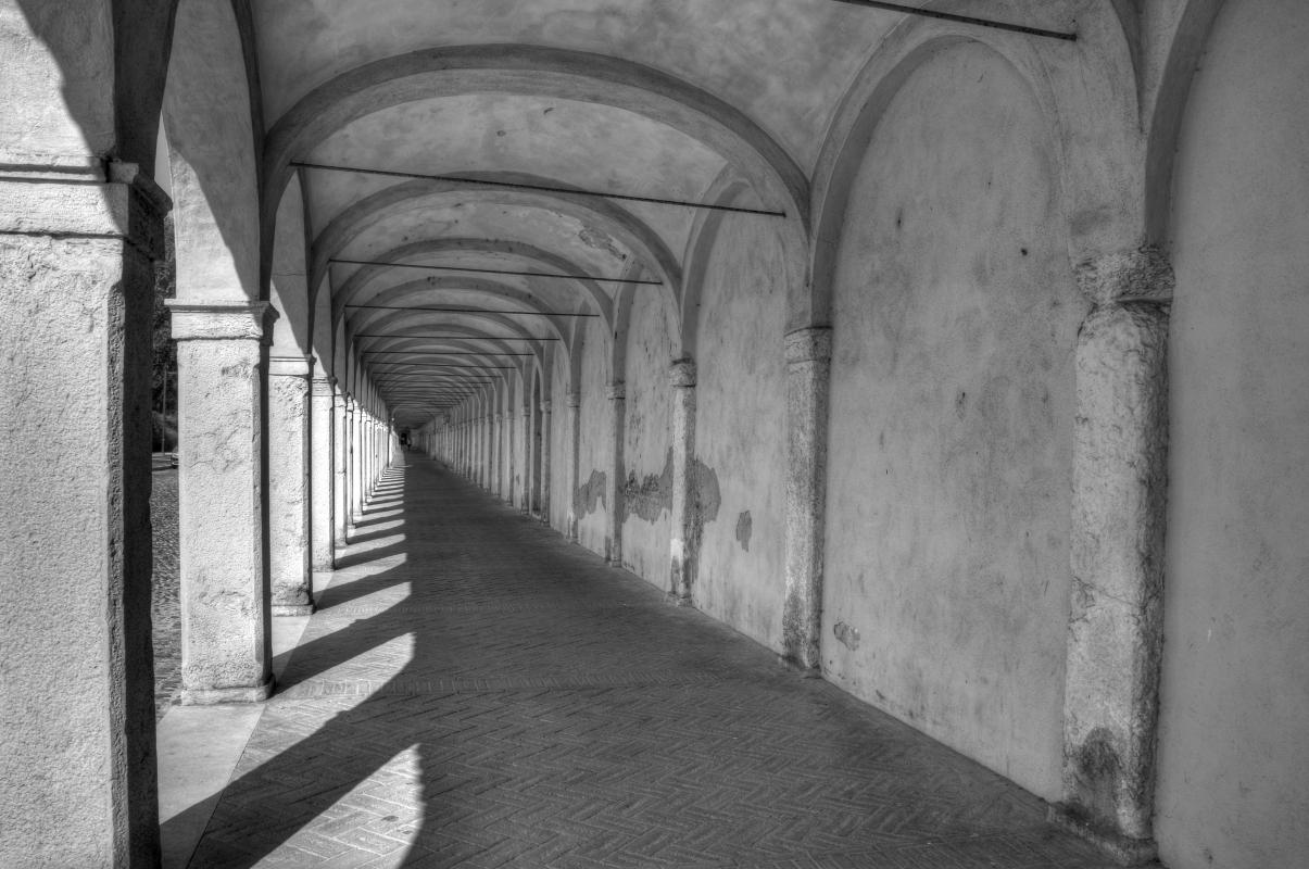 Loggiato dei Cappuccini in bianco e nero - GianlucaMoretti - Comacchio (FE)