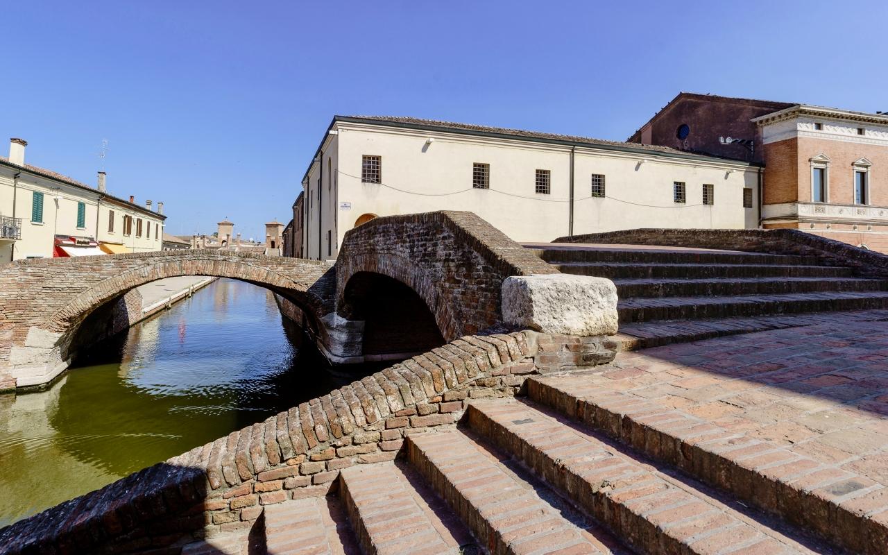 Nel centro storico di Comacchio - Vanni Lazzari - Comacchio (FE)