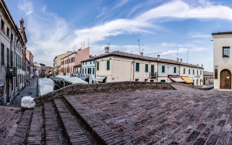 Sul Ponte degli Sbirri, panoramica - Vanni Lazzari - Comacchio (FE)