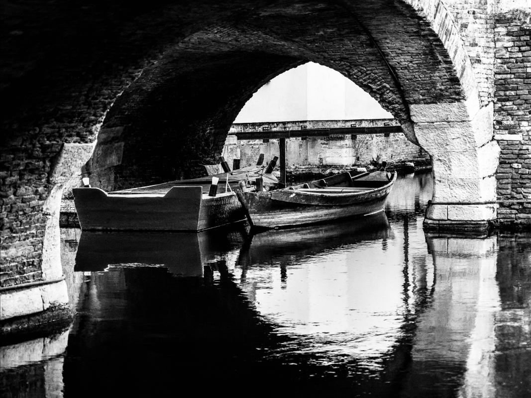 Barche sotto il ponte degli sbirri - Vanni Lazzari - Comacchio (FE)