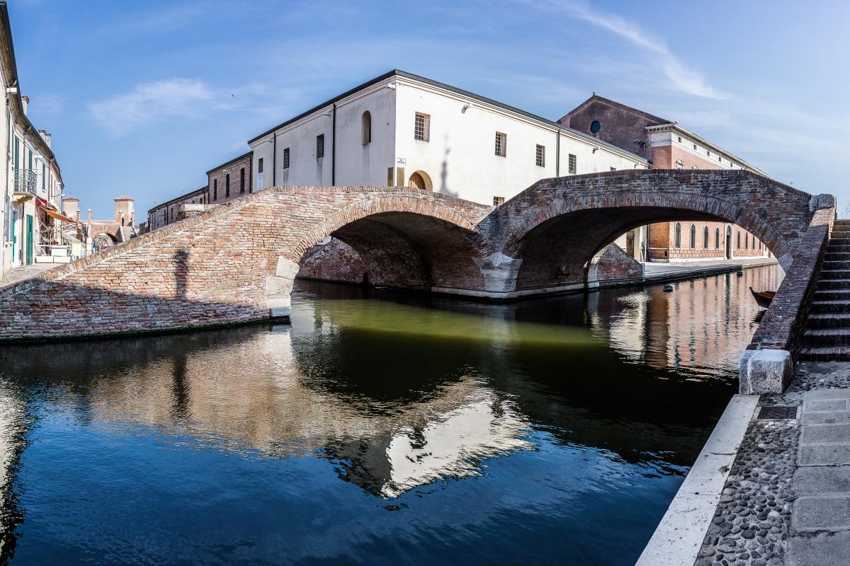 Ponte degli Sbirri - Colori, riflessi, luci ed ombre - Vanni Lazzari - Comacchio (FE)