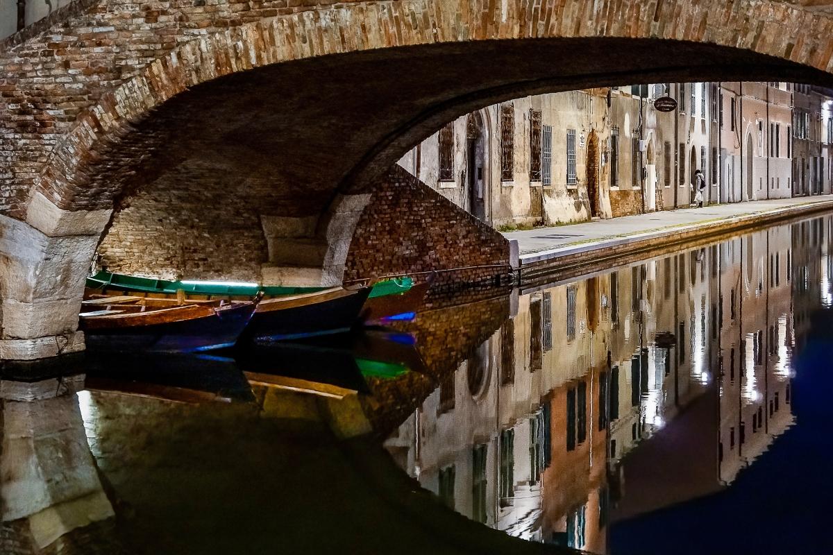 Colori e riflessi sotto il Ponte degli Sbirri - Vanni Lazzari - Comacchio (FE)