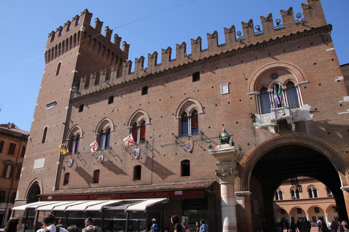 Ferrara, palazzo municipale (05) - Gianni Careddu - Ferrara (FE)