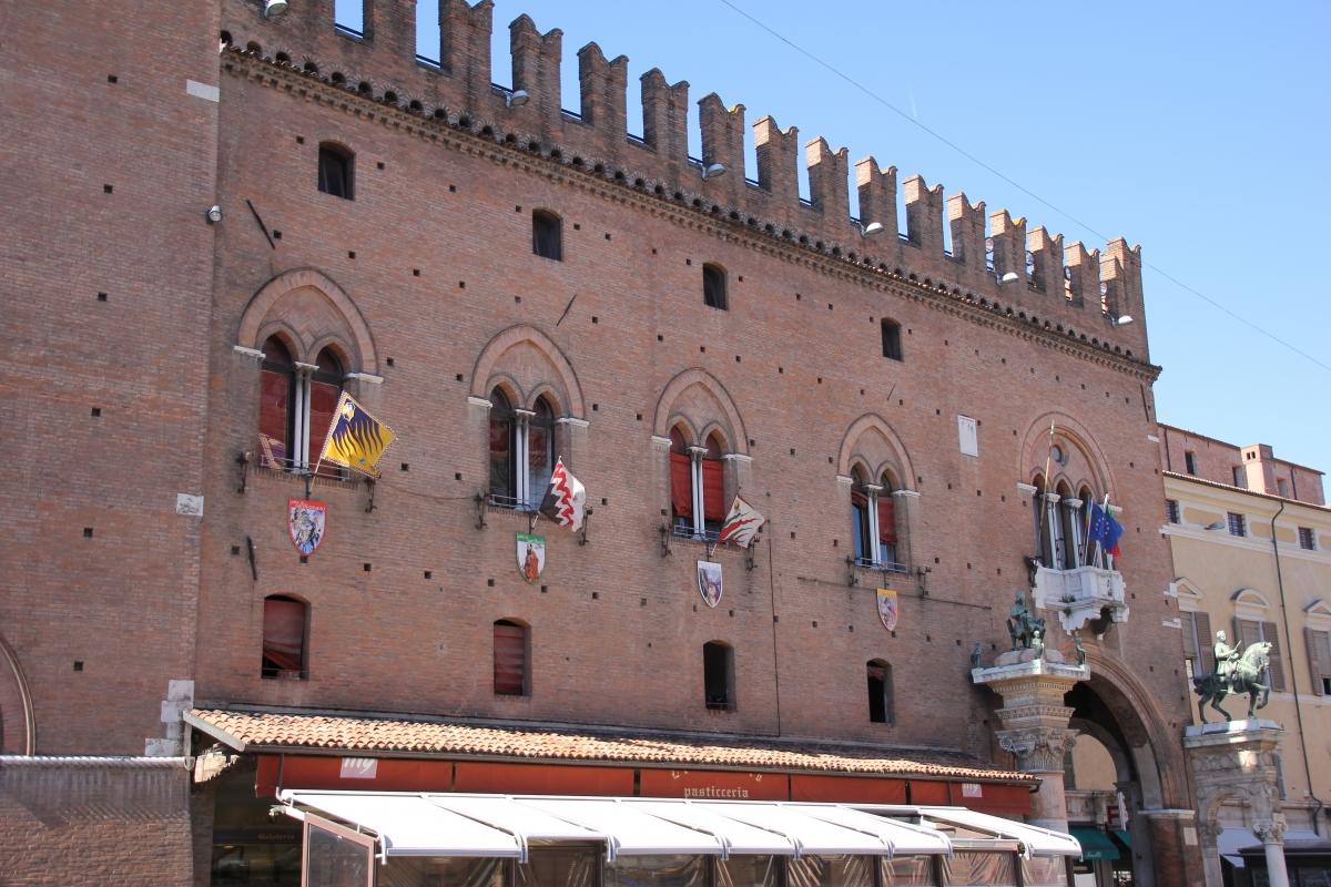 Ferrara, palazzo municipale (04) - Gianni Careddu - Ferrara (FE)