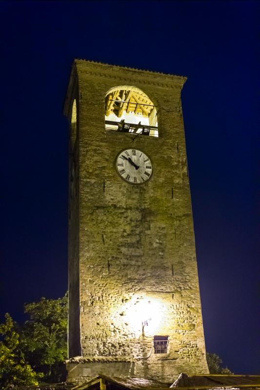 Torre dell'orologio di Castelvetro di Modena di notte ver2 - Steqqq - Castelvetro di Modena (MO)