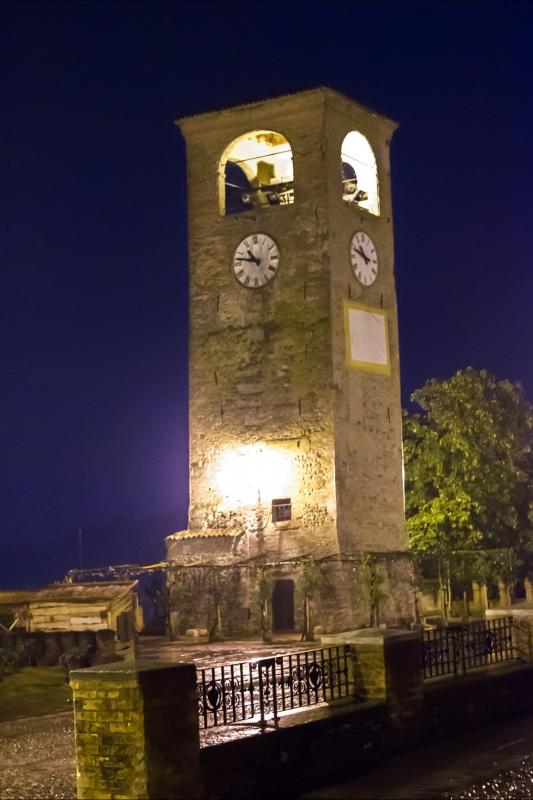 Torre dell'orologio di Castelvetro di Modena di notte ver1 - Steqqq - Castelvetro di Modena (MO)