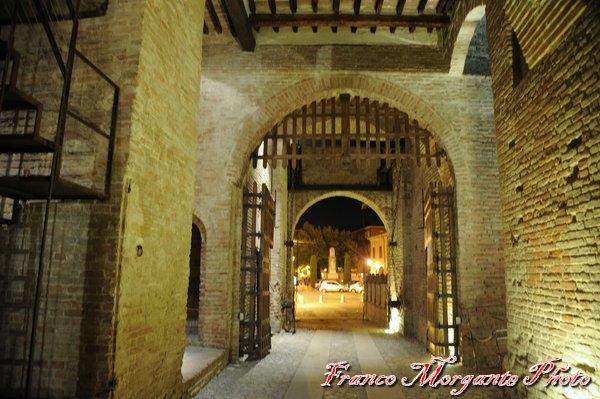 Castello di Formigine (l'ingresso visto da dentro ) - Franco Morgante - Formigine (MO)