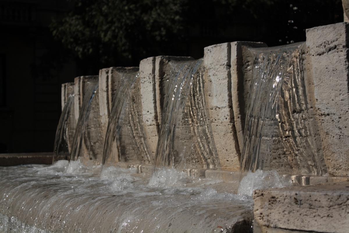 Fontana dei due fiumi - dettaglio - Luce&nebbia - Modena (MO)