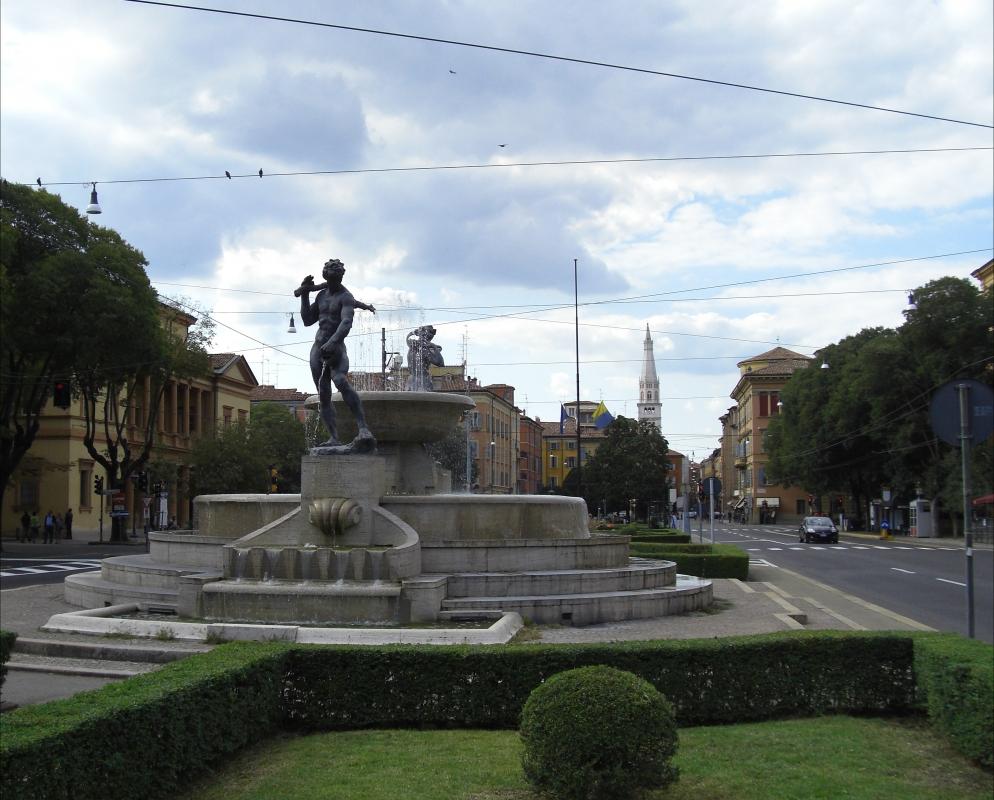 Fontana dei due fiumi e vista su Ghirlandina - Matteolel - Modena (MO)