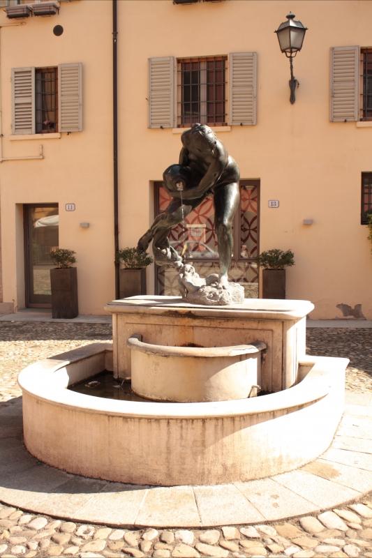 Fontana della Ninfa 3 - Luce&nebbia - Modena (MO)