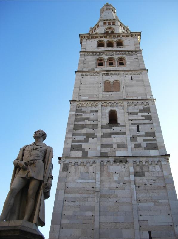 Torre Ghirlandina di Modena dal basso 7 - Matteolel - Modena (MO)
