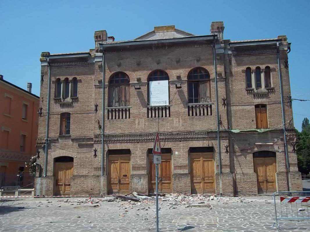 Teatro sociale prima scossa - Mirtillause - Novi di Modena (MO)