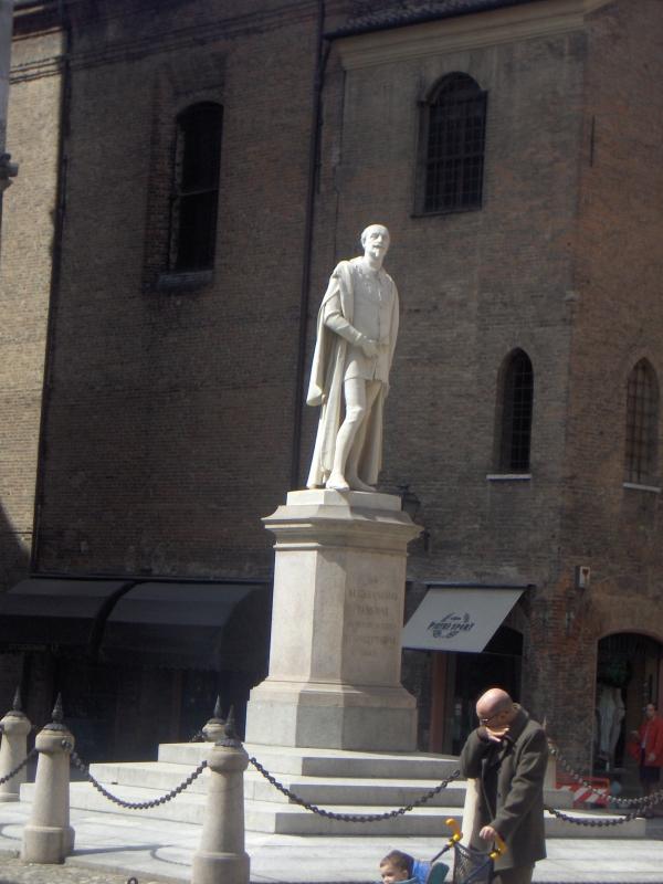 Alessandro Tassoni monument - Alien life form - Modena (MO)