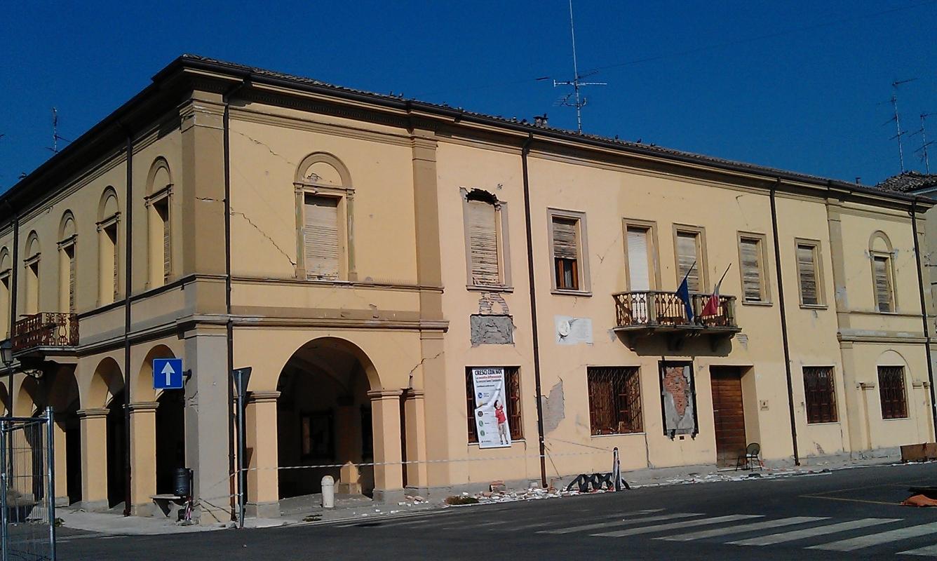 Novi di Modena, Palazzo comunale one month after the earthquake - Francesca Ferrari - Novi di Modena (MO)