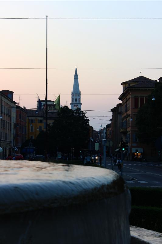 Torre Ghirlandina vista dalla Fontana dei due fiumi Modena - BeaDominianni - Modena (MO)