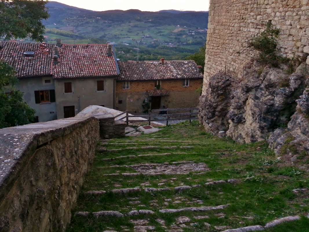 La scalinata del Castello di Montecuccolo - Giorgia Violini - Pavullo nel Frignano (MO)