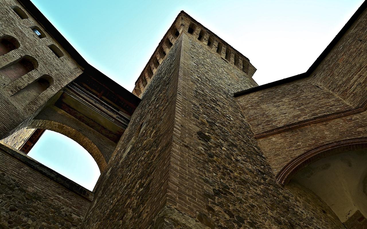 La Torre rivolta ad est - Caba2011 - Vignola (MO)
