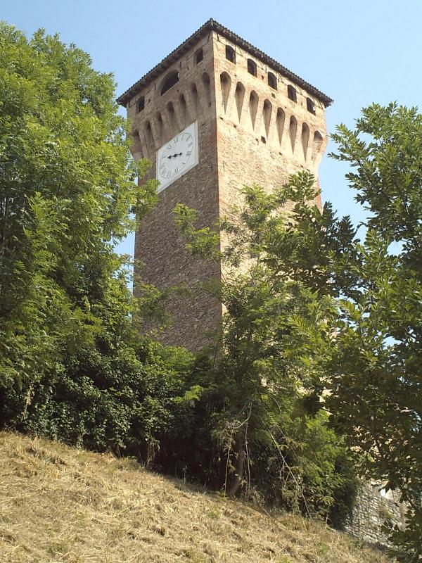 Torre orologio dal lato sud-est - Manuel.frassinetti - Castelvetro di Modena (MO)