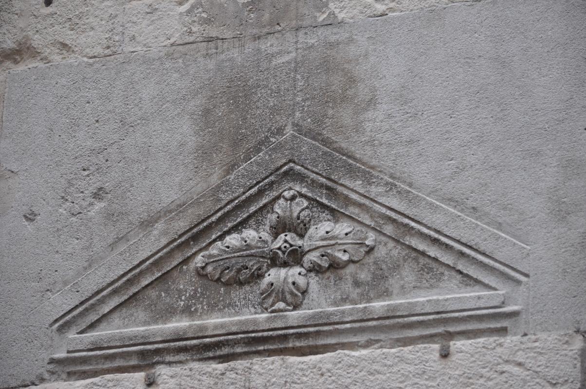 Duomo modena estero sopra porta secondaria - Manesti - Modena (MO)