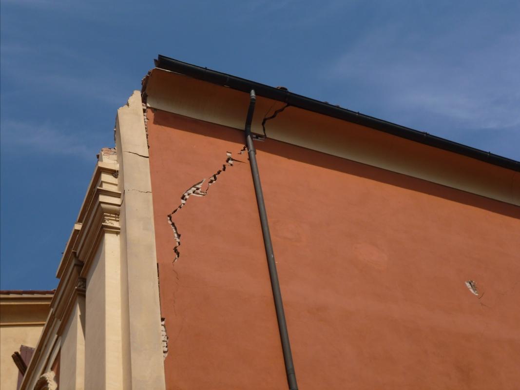 Parete laterale danno 2 terremoto 20-05-2012, Oratorio di Santa Croce - San Felice sul Panaro - Mimmo Ferrari - San Felice sul Panaro (MO)